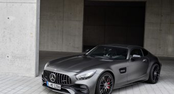Hella. Equipa Mercedes Classe V com faróis full LED