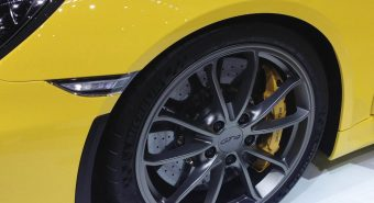 Michelin. Equipamento original do Porsche Cayman GT4