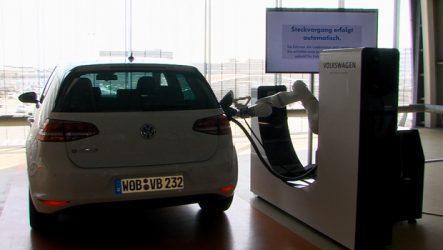 Volkswagen. Carregamento autónomo e mais veloz para veículos elétricos em investigação